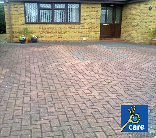 dirty-block-paving-driveway-before-being-cleaned